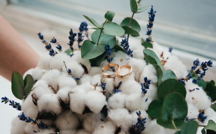 Bukiet z dodatkiem bawełny - idealny na zimowy ślub